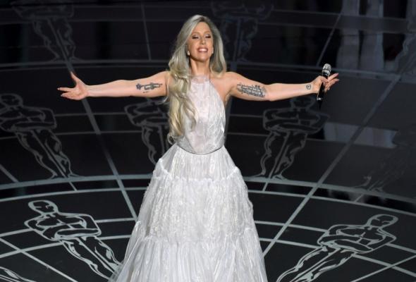"""Lady Gaga: Τραγούδησε στο """"Dolby Theatre"""""""