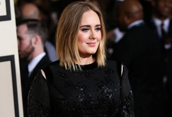 Adele: ξέχασε τα λόγια στην σκηνή και δεν θα πιστέψεις τι έκανε!